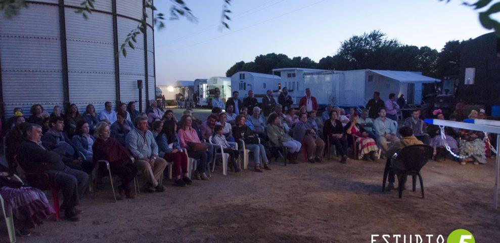 Unos minutos de peregrinos en el camino con los romeros de Osuna y Marchena